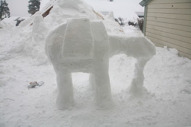 AT-AT-Imperial-Walker-Snow-Sculpture-03