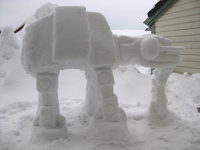 AT-AT-Imperial-Walker-Snow-Sculpture-04