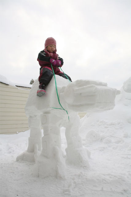 AT-AT-Imperial-Walker-Snow-Sculpture-00