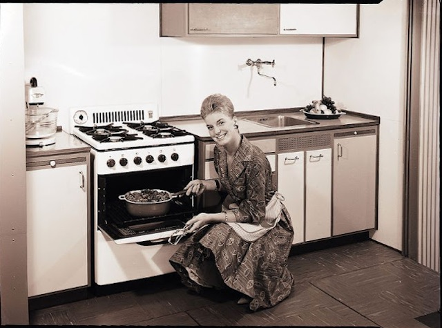 Gas-and-Electric-Stoves-1950s-1.jpeg