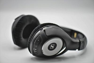 headphones-3683983_960_720.jpg