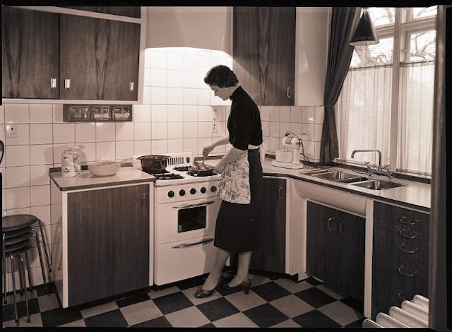 Gas-and-Electric-Stoves-1950s-4.jpeg