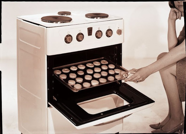 Gas-and-Electric-Stoves-1950s-2.jpeg